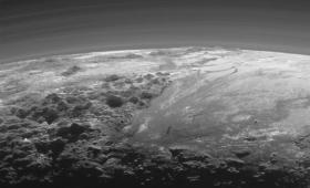 まるで北極のようだった。ニューホライズンズが撮影した新たなる冥王星の姿