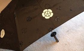 雨にぬれると模様が浮き出る!武士の情けな日本刀仕様もある面白傘が海外で拡散中