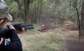 勝てる気がしない案件。ロシアの少女が3種の銃を使い分けて全ての的をクリーンヒット