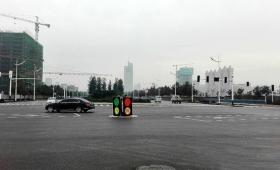 【シュール過ぎ】中国の即席「信号機」が完全にネタにしか見えないと話題に