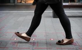 【画期的】イギリス早歩き用レーン設置!日本のエスカレータも解決できるか?