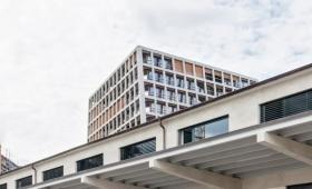 …よく見るとおかしい。なにかとお騒がせなスイスのアート建築