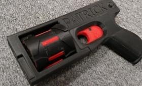 玩具っぽいけどちゃんと撃てる、世界初の3Dプリント製リボルバー
