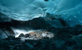 深淵の魅力を秘めた、息をのむほどに美しい世界10の洞窟