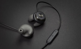 わずか60秒で耳の形に合わせて形状変化するBluetoothイヤホン「Revols」
