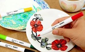 お皿にキュッキュと絵を描きオーブンで焼けばオリジナルの皿が作れてしまう「おえかきペン・陶磁器用」レビュー