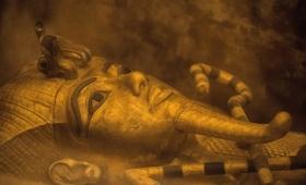 ツタンカーメン墓の奥に別の部屋を発見。ネフェルティティ王妃が眠っている可能性が高まる。