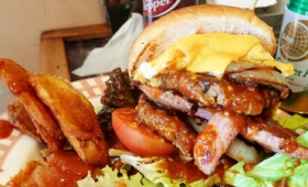 手で持って食べられないほど超巨大な「肉×肉」のハンバーガーが食べられる「ANY's BURGER」試食レビュー