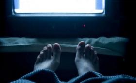 寝落ち問題。テレビを観ながら眠りにつくことは悪いことなのか?