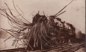 蒸気機関車の度し難い事故の状況を今に伝える記録写真
