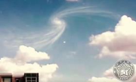 【人類滅亡】ミニブラックホール出現か!?大型ハドロン衝突型加速器の上で謎の現象が確認される