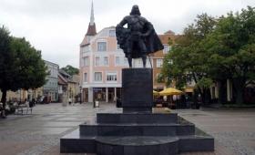 高名な伯爵がダークサイドに堕ちた・・・雪が降った後、シスの暗黒卿へと変貌したポーランドの創設者
