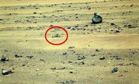 【火星ヤバイ】ついに火星上に「ピストル」のようなもの発見か?過去の戦争で使われた?