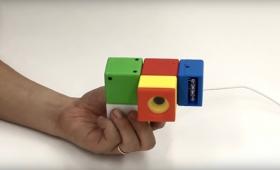 これは良い教育おもちゃ。レゴみたいなブロックで組み立てるカメラ