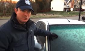知ってた?凍り付いた車のフロントガラスを安全で簡単に溶かす方法【ライフハック】