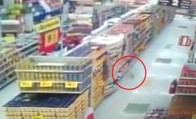 【怖すぎる】久々のポルターガイスト!スーパーで突如商品が動く動画が話題に
