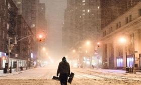 ニューヨークを襲う雪嵐、世紀末と化したニューヨークの氷河期的都市風景