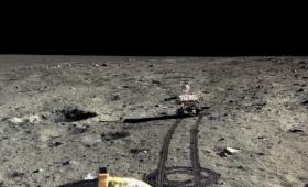 中国、40年ぶりとなる月面の写真を公開(嫦娥3号・玉兎号)