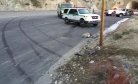 奇跡の生還!断崖から車が転落する瞬間をとらえた車載カメラ映像