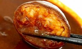 いかめしが丸ごとカレーの海に浮かぶ異色のレトルトカレー「いかめしカレー」を食べてみました