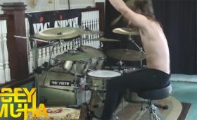 『ボンバーマン』のBGMをヘヴィメタルなドラムで演奏!+α