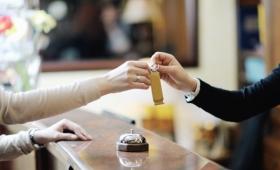 ホテルやレストランで「良い客」と思われる人の特徴