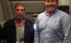 エジプト航空機のハイジャック犯との和やかなセルフィー