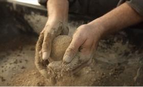 海外ではアートにまでなっている、日本の泥団子作り