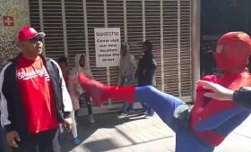 【悲報】あのスパイダーマン、観光客にキレて暴行!起訴される