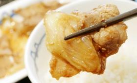 豚の生姜焼きを長ネギの風味でパワーアップさせた松屋「豚バラ肉と長ネギの生姜焼定食」試食レビュー