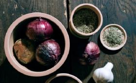 陶器の特性を食品保存に活かす『フードコンテナ』