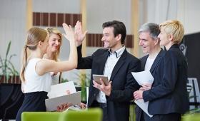 職場で友人を作ると、生産性が高まる