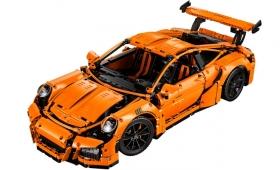 2000万円のポルシェ911GT3 RSは買えないけど、3万円台のレゴなら買える