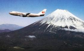 鉄の塊が空を飛ぶって凄いことだったんだよなー。旅客機の変移がみられる画像