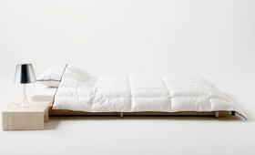 寝室も衣替えの季節、軽くて気持ちがいいホワイトダックの肌掛けはいかが?