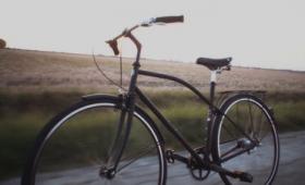 自転車がひとりでに道路を走り駐輪まで全自動でこなす「自動運転自転車」のムービー