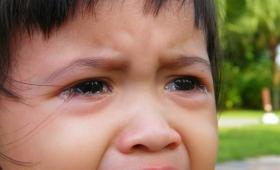職場で誰かに泣かれたときの実用的な4つの対処法