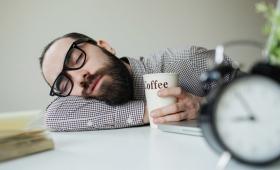 外国人が感じる、日本人の「居眠り」への違和感
