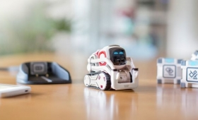 Wall-Eがそこにいるみたい。感情を持つロボット「Cozmo」