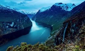 清々しさを感じる、ノルウェーのフィヨルドの4Kタイムラプス動画