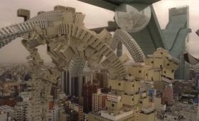 近未来、意志を持った大阪のビルが自由に動き回るカオスな世界