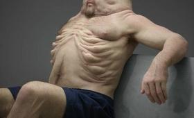 【これは強そう】彫刻家が考えた「スーパー人間」の像があまりに不気味すぎると話題に!