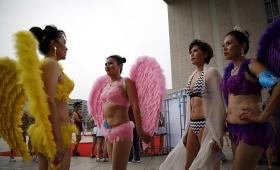 【急げ】中国で美女500人がビキニ披露で大サービス!ただし年齢不詳