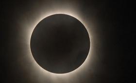 独自のアルゴリズムで太陽が放つ「太陽風」の可視化に成功、コロナが太陽風に変化する理由が解明へ