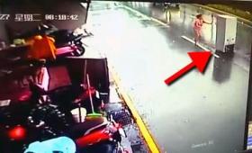 台風17号が猛威をふるった台湾で冷蔵庫が道路を爆走