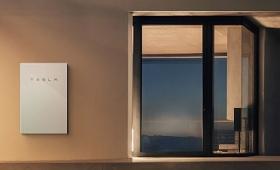 テスラが家庭用バッテリー「パワーウォール2」と屋根タイル一体型太陽光パネル「ソーラールーフ」発表