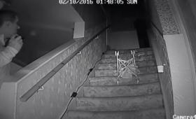 「ブラックモンク」と呼ばれる幽霊の起こす怪奇現象をとらえた映像(イギリス)