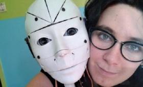 彼しかいない!3Dプリンターで作ったロボットとの結婚を望んでいる女性(フランス)