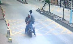 Watch This Guy Go Full Jackie Chan On The Scooter Thief Who Stole His Phone