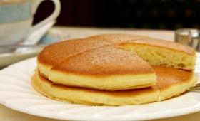 最初からバターがじゅわっと染みこんでテカテカ輝くホットケーキを「純喫茶アメリカン」で食べてきた